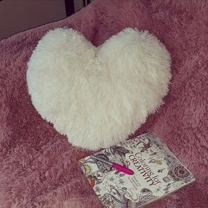 Other - 🦄 NEW! Super Soft Heart Pillow 🦄